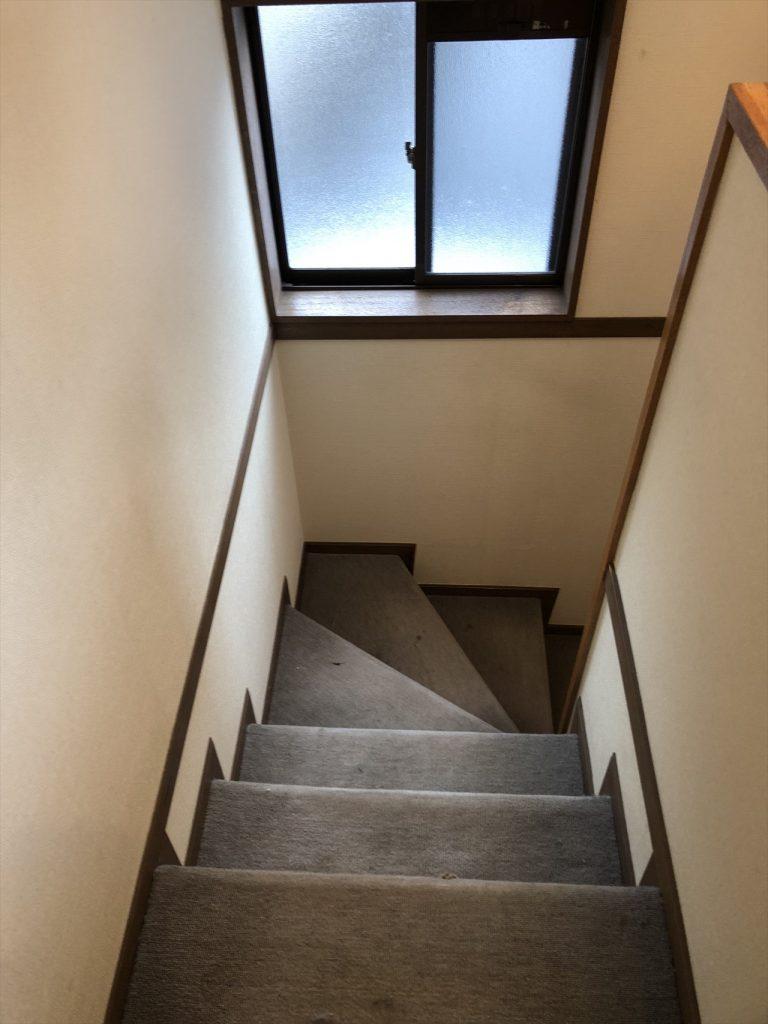 カーペットの階段